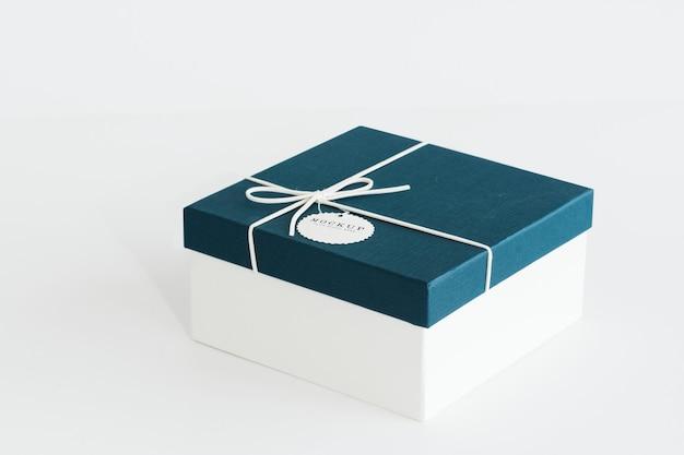Maqueta de caja de regalo azul y blanco