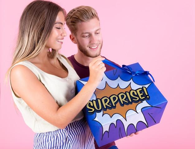 Maqueta de caja de regalo con concepto de regalar