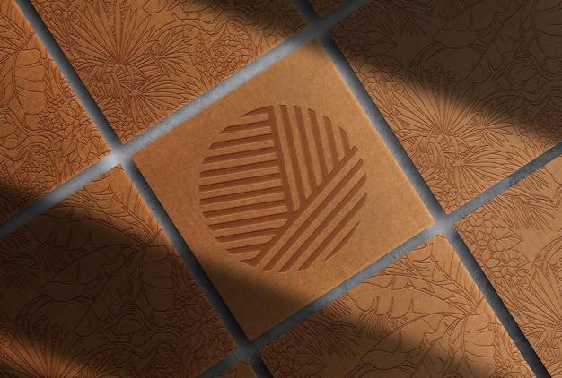 Maqueta de cajas en relieve de papel marrón de lujo