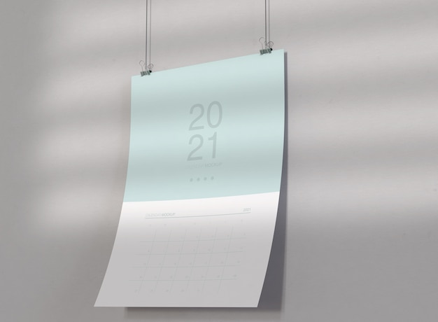 Maqueta de calendario colgado en la pared