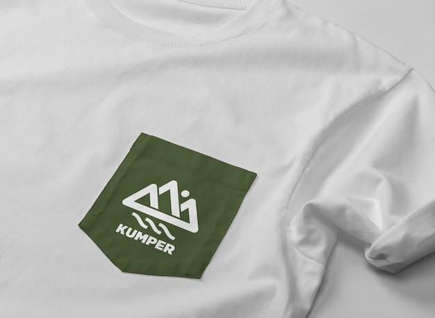 Maqueta de camiseta de bolsillo de cerca
