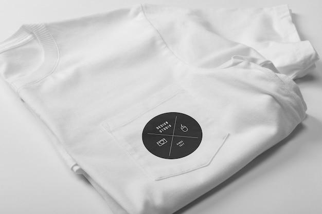 Maqueta de camiseta con bolsillo