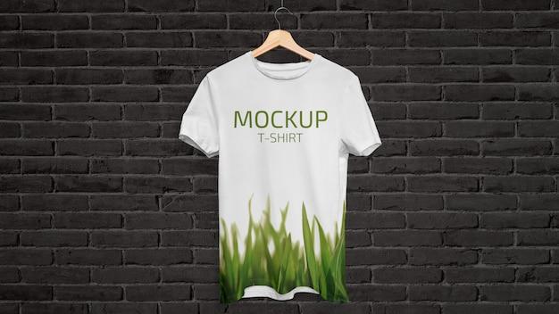 Maqueta de camiseta colgante