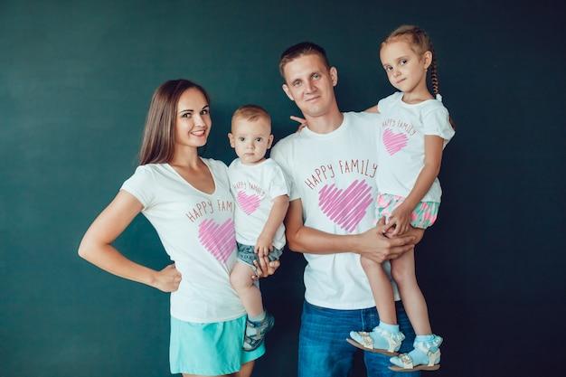Maqueta de camiseta familiar