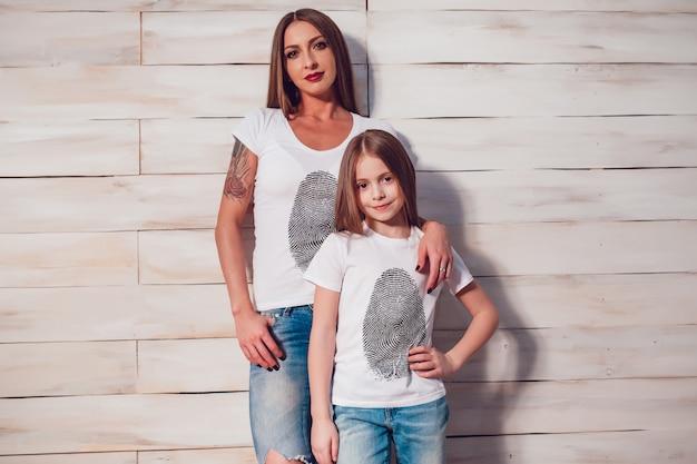 Maqueta de camiseta de mamá con hija