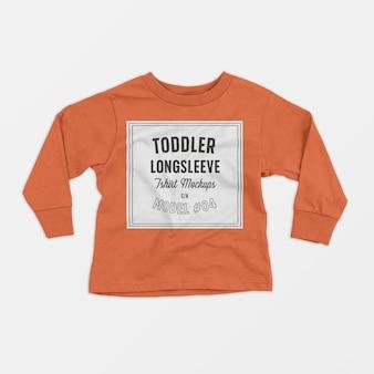 Maqueta de camiseta de manga larga para niños pequeños 04