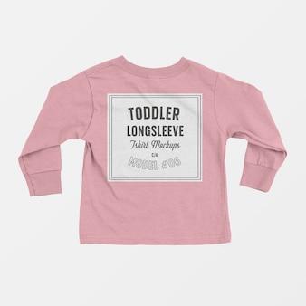 Maqueta de camiseta de manga larga para niños pequeños 06