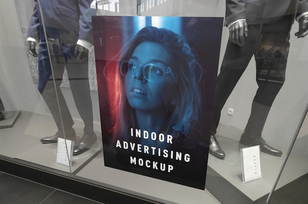 Maqueta del cartel vertical de publicidad interior en el centro comercial tienda de ping centro escaparate