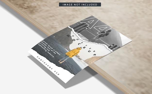 Maqueta de carteles a4 sobre superficie de mármol