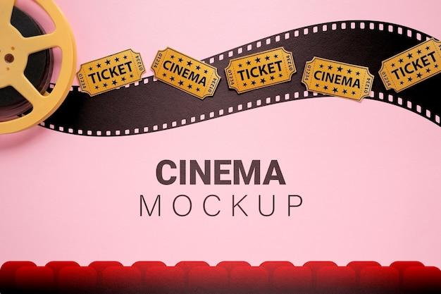 Maqueta de cine con entradas de cine