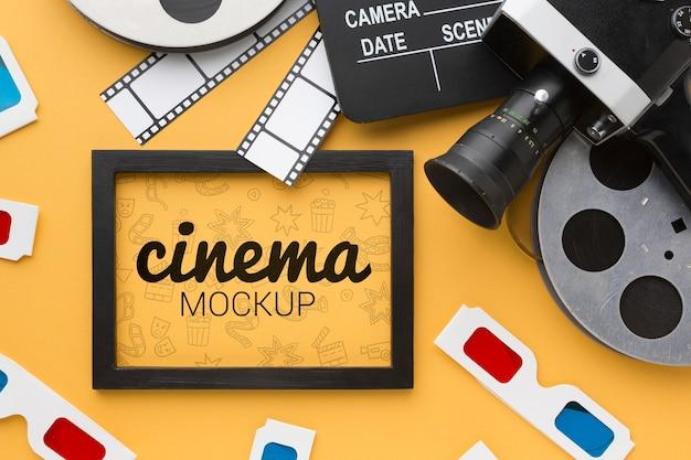 Maqueta de cine en marco y accesorios
