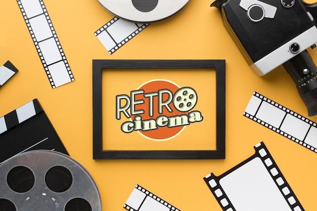 Maqueta de cine retro en marco y accesorios
