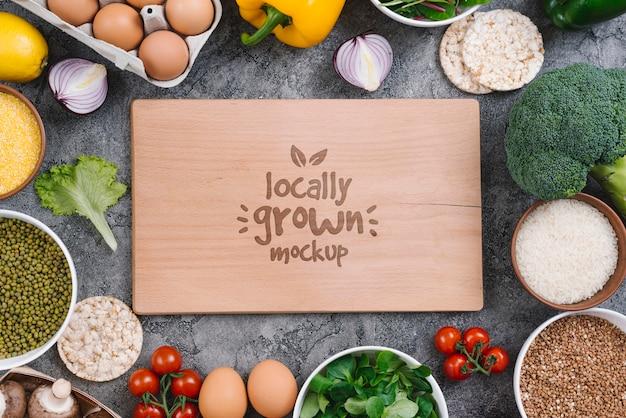 Maqueta de comida vegana cultivada localmente