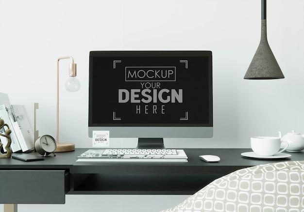 Maqueta de computadora en mesa en espacio de trabajo
