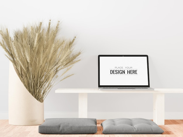 Maqueta de computadora portátil con pantalla en blanco en casa