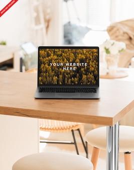 Maqueta de computadora portátil realista