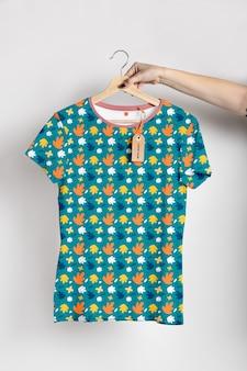 Maqueta de concepto de camisa multicolor