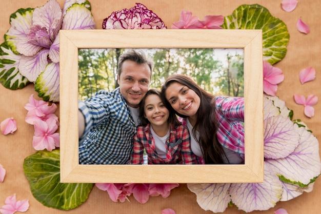 Maqueta de concepto de flor de marco familiar