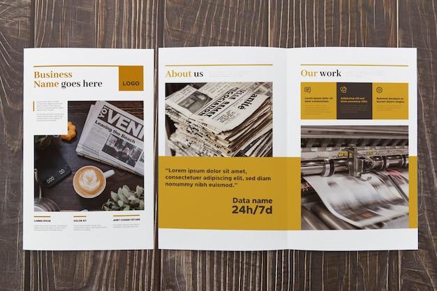 Maqueta de concepto de folleto doble