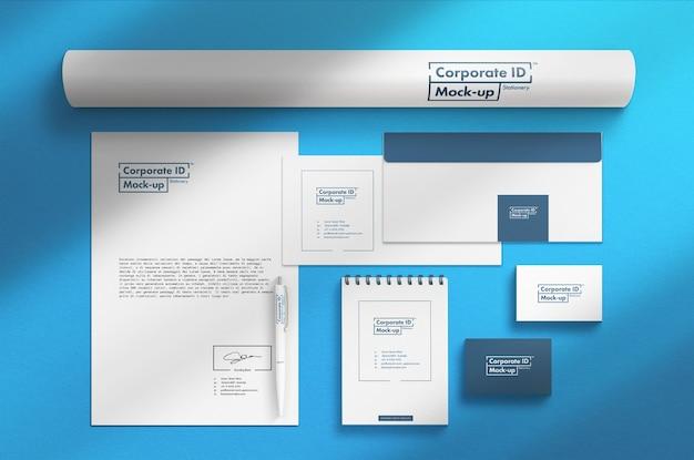 Maqueta de conjunto de papelería corporativa