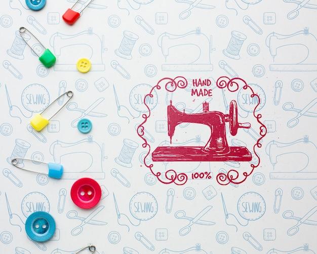Maqueta de costura con maquina de coser