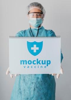 Maqueta de cuaderno y ropa médica