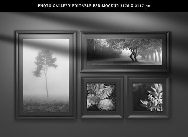 Maqueta con cuatro marcos de fotos en negro con espacio de copia en blanco sobre negro