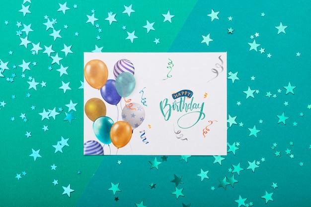 Maqueta de cumpleaños con estrellas metálicas