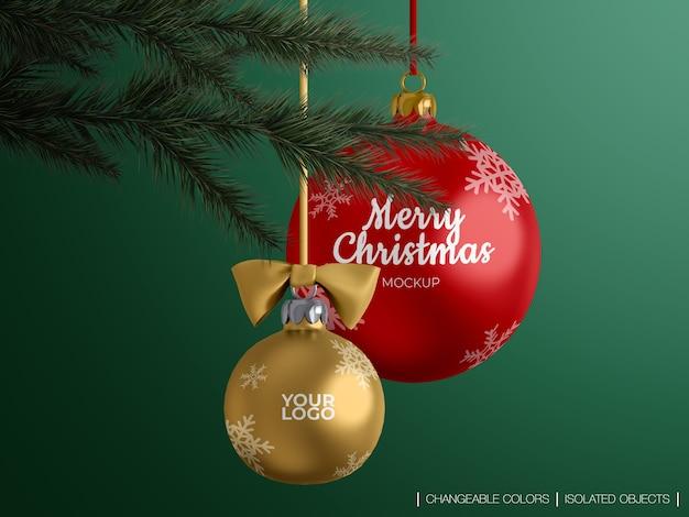 Maqueta de decoración de bolas de navidad en una rama de árbol de navidad aislada