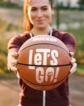 Maqueta de diseño de juego de baloncesto con pelota