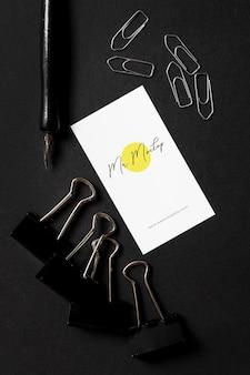 Maqueta de diseño de papelería elegante de piedra oscura