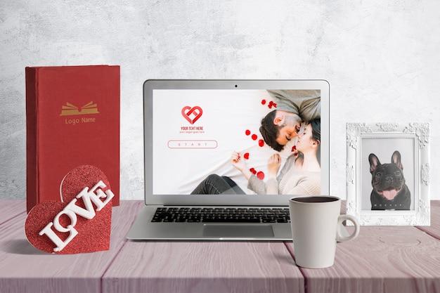 Maqueta editable con elementos de san valentin