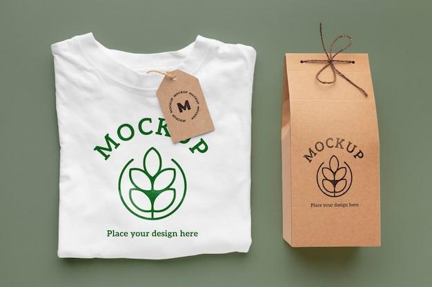 Maqueta de embalaje de camiseta ecológica.