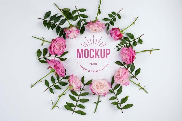 Maqueta de encuadre de rosas rosadas planas