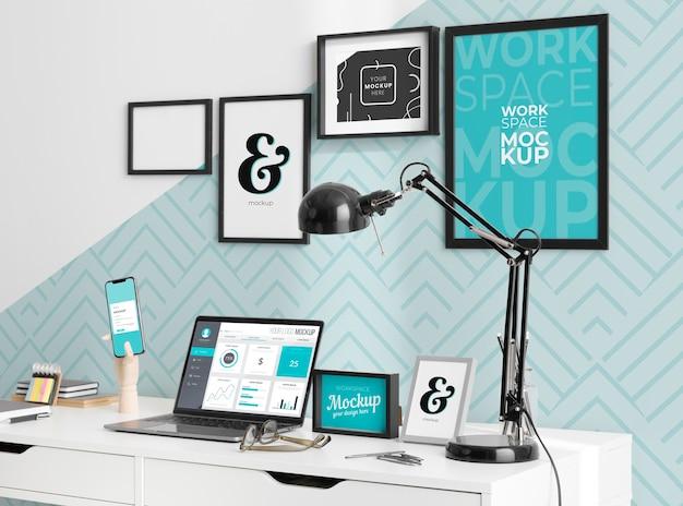 Maqueta de escritorio con dispositivos