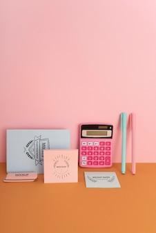 Maqueta de escritorio para niños con cuaderno
