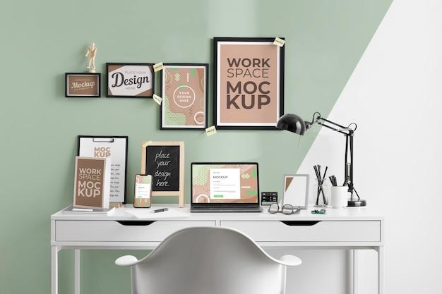 Maqueta de espacio de trabajo con dispositivos