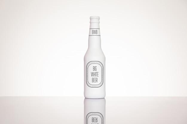 Maqueta de etiqueta de botella de cerveza