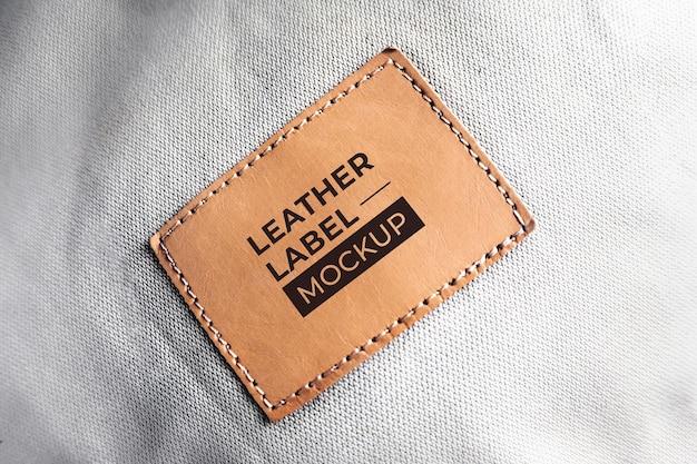 Maqueta de etiqueta de cuero antiguo marrón negro realista