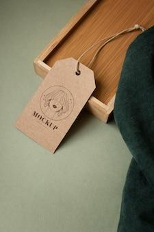 Maqueta de etiqueta de percha de ropa artesanal