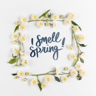 Maqueta flat lay de primavera con copyspace y marco