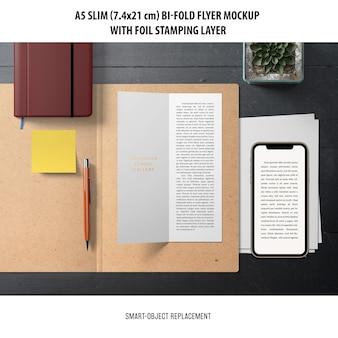 Maqueta de flyer a5 slim bi-fold
