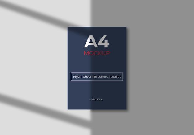 Maqueta de flyer de papel a4 con sombra