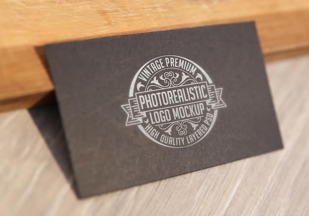 Maqueta fotorrealista de alta calidad para el logotipo de la vendimia - archivo psd de maquetas de logotipos en capas de alta calidad