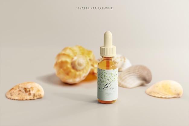 Maqueta de frasco gotero de vidrio ámbar con conchas marinas