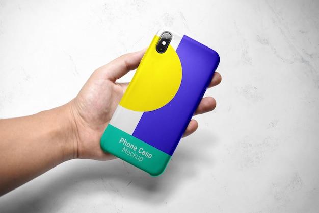 Maqueta de una funda de teléfono inteligente en la mano