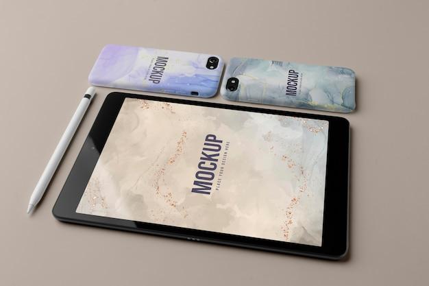 Maqueta de fundas para teléfonos móviles y surtido de tabletas