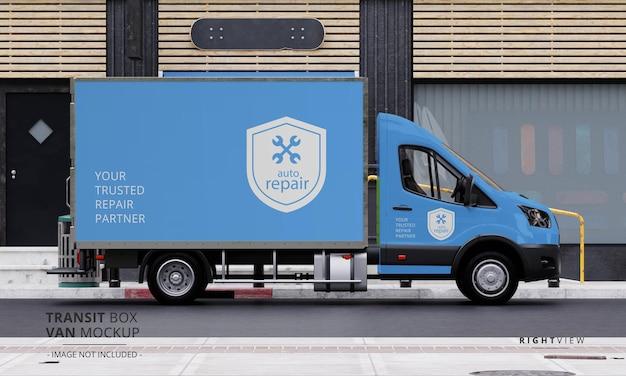 Maqueta de furgoneta de caja de tránsito en la calle desde la vista lateral derecha