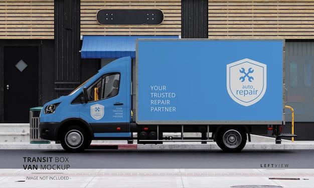 Maqueta de furgoneta de caja de tránsito en la calle desde la vista lateral izquierda
