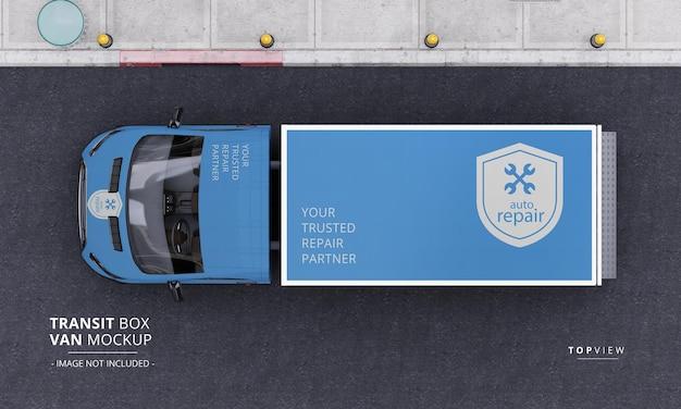 Maqueta de furgoneta de caja de tránsito en la calle desde la vista superior